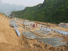cold-formed steel framing Steel Frame House, Home Technology, Steel Structure, Steel Metal, Railroad Tracks, Villa, Mountain, Cold, Steel Frame