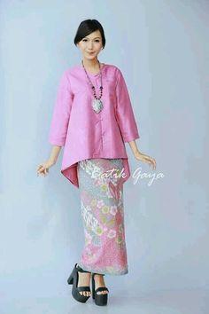 Simply elegant and sweet :)… Kebaya Lace, Kebaya Hijab, Kebaya Dress, Batik Kebaya, Kebaya Muslim, Batik Dress, Muslim Fashion, Ethnic Fashion, Modern Kebaya