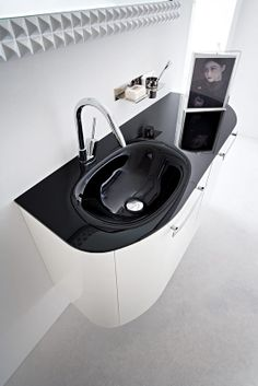 Bagno Slim con finitura laccato bianco lucido http://www.cerasa.it/it_IT/bagni/moderno/slim/arredare-bagni_moderni-slim-14-15