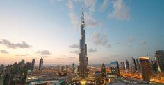 Burj Khalifa (Dubai, Emirados Árabes Unidos): Com quase 830 metros de altura, o Burj Khalifa é hoje o edifício mais alto do mundo: trata-se de um ícone de Dubai, e não é apenas do chão que os turistas podem admirar o arranha-céu. O Burj Khalifa oferece dois andares nos quais os viajantes têm a chance de ver de perto sua estrutura e apreciar visões panorâmicas fantásticas da metrópole árabe. O mais alto destes mirantes fica no 148º andar do prédio, a 555 metros (mais de meio quilômetro)…