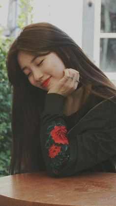 Suzy (수지) is a South Korean actress and solo singer under Management SOOP. Suzy debuted as a member of MissA in March 2010 under JY. Korean Actresses, Korean Actors, Actors & Actresses, Bae Suzy, Cute Korean Girl, Asian Girl, Korean Beauty, Asian Beauty, Miss A Suzy