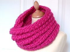 Bollywool: le maxi snood - Bee made - with pattern Crochet Scarves, Crochet Clothes, Knit Crochet, Knitting Patterns Free, Free Knitting, Free Pattern, Spinning Wool, Cowl Scarf, Neck Scarves