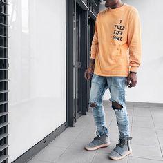 ⠀ #SimpleFits  @blvckmvnivc • Tee: #Yeezy • Jeans: #OnlyTheBlind • Sneakers…