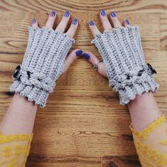 Kolay ve havalı örgü eldiven yapımına YouTube kanalımdan ulaşabilirsiniz Fingerless Gloves, Arm Warmers, Youtube, Fashion, Fingerless Mitts, Moda, Cuffs, La Mode, Fingerless Mittens
