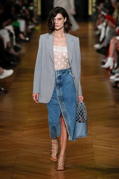 Stella McCartney Ready-to-Wear Spring 2020 Look 35 Fashion Weeks, Fashion 2020, Runway Fashion, Spring Fashion, Womens Fashion, Fashion Trends, Stella Mccartney, Denim Fashion, Fashion Outfits