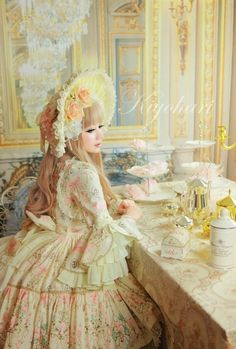 Brilliant yellow coord. Beautiful photo. #ClassicLolita #Yellow #TeaParty