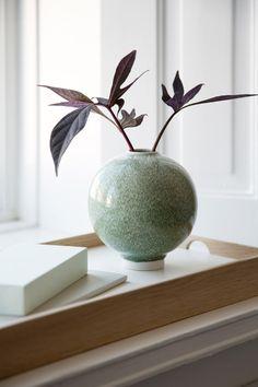 A design collaboration you didn't see coming + autumn news Pottery Vase, Ceramic Pottery, Thrown Pottery, Slab Pottery, Ikebana, Bud Vases, Flower Vases, Design Vase, Design Design