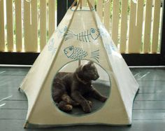 Una cama de gato respetuoso del medio ambiente para el minino más exigente. Un Kiteepee respetuoso del medio ambiente: una casa gato (cueva de gato