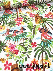 Hawaiiaanse stof met tiki's, zomerbloemen en hula meisjes dansend onder de palmbomen. De stof is van #AlexanderHenry. Verkrijgbaar bij Jipps.nl #kinderstoffen #modestoffen #fabric