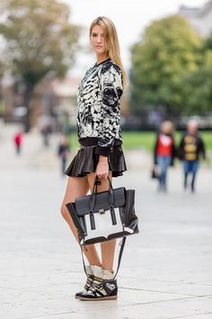 5. Structured Bag With Printed Sweater And Wedge Sneakers 2017 Street Style