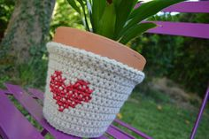 Scratch the heart, just like the idea of a cozy for planters.