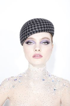 Galleries of haute couture and ready to wear hat collections and handbags. Philip Treacy, Outfits With Hats, Aw17, Girl With Hat, Girly Girl, Fashion Photo, Ready To Wear, Fascinators, Headpieces
