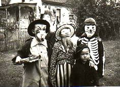 Vintage Halloween photos are so fascinating.