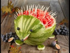 ▶ Watermelon Hedgehog Carving - YouTube