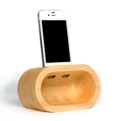 amplificatore naturale in legno per Iphone: m by WoodItaly Tech on Blomming