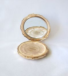 Vintage Slimline Octagonal Powder Compact Made in Japan Gold Tone Vintage Items, Vintage Jewelry, Red Bags, Team Gifts, Matte Gold, Pocket Watch, A4, Compact, I Shop