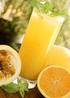 Suco de abacaxi, laranja e maracuj
