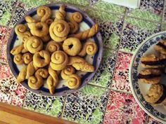 I first made cookies using olive oil two Christmases ago, when we were hosting a vegan family for the holidays. They were a traditional Greek cookie that's shaped into twists and spirals, making for a beautiful display. They were so delicious it led me on a hunt for other olive oil cookies: