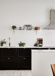 Spacious living kitchen - via cocolapinedesign.com