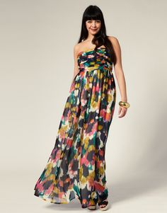 I wish I was tall enough to wear maxi dresses. I love this one with all my heart.