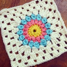 holly_pips crochet square
