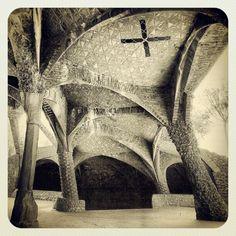 Antoni Gaudí - CRIPTA DE LA COLÒNIA GÜELL
