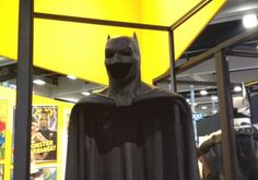 Photos of the Batman cowl and cape from Batman V. Superman: Dawn of Justice arrived from Comic-Con Check out the SDCC 2014 photos here. Batman Suit, Batman Vs Superman, Movie Props, Movie Costumes, Superhero Characters, Fictional Characters, Jeremy Irons, Dawn Of Justice, Upcoming Films