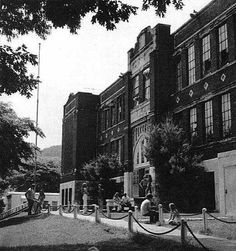 """Hazard High School """"On the Hill"""" was closed during the when the new High School was built. The building was converted into apartments and destroyed by a fire in Old Pictures, Old Photos, Hazard Kentucky, My Old Kentucky Home, Closer To Nature, Haunted Places, Historical Pictures, Going Home, Wonderful Places"""