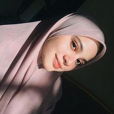 Fav back to basic bawal from ❤️ Niqab Fashion, Muslim Fashion, Fashion Outfits, Hijabi Girl, Girl Hijab, Muslimah Wedding Dress, Wedding Makeup Looks, Ootd Hijab, Muslim Girls