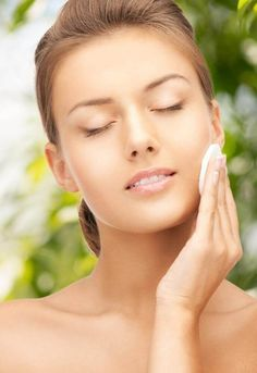 Microdermabrasion is a new emerging trend in skin care that is replacing the anti-aging skin care. Many people prefer it to plastic surgery, skin lightening, Botox injections and chemical peels. The fact that it is cheaper makes it a darling for many peop Top 10 Beauty Tips, Beauty Tips For Teens, Beauty Tips For Skin, Natural Beauty Tips, Beauty Hacks, Top Skin Care Products, Skin Care Tips, Arthritis, Creme Anti Rides