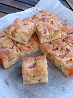 Rabarberkaka med kardemumma – en smaksak Baby Food Recipes, Dessert Recipes, Rhubarb Recipes, Piece Of Cakes, Cookie Desserts, Dessert Bars, Tray Bakes, No Bake Cake, Baked Goods