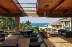 Set in picturesque surrounds with magnificent ocean views, Umthunzi is intimately beautiful, and oozes sophistication.