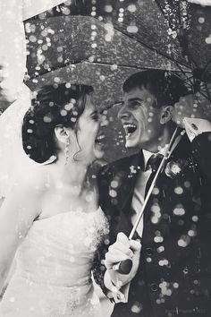 40 Exciting Rainy Wedding Photo Ideas   HappyWedd.com