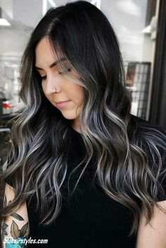 40 Ideas To Freshen Up Your Hair Color With Partial Highlights – dark hair styles Black Hair With Blonde Highlights, Brown Blonde Hair, Hair Color For Black Hair, Partial Highlights, Chunky Highlights, Caramel Highlights, Black With Blonde Highlights, Indian Hair Highlights, Mexican With Blonde Hair