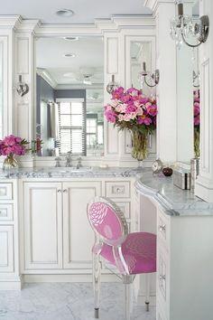 I love this bathroom!   Image via Seeking Pink Elephants.