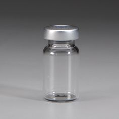 Sterile Empty Vial, 5mL •5mL empty sterile glass vials are dry heat sterilized and individually inspected. •Sterile vials have 20mm Silver caps. •Six sizes (2mL, 5mL, 10mL, 30mL, 50mL, 100mL) provide variety to meet a range of medication preparation demands. •A smart choice for USP <797> compliance! •Stoppers are latex free. •EP Type 1 borosilicate glass. •25 vials per box.