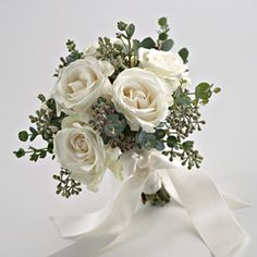 6 Pilihan Bentuk Wedding Bouquet - Photo Courtesy of www.bloomersfg.com