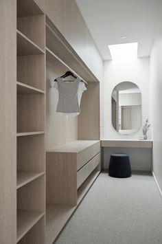 Small Walk In Wardrobe, Walk In Wardrobe Design, Bedroom Closet Design, Home Room Design, Bathroom Interior Design, Small Walk In Closet Ideas, Small Walkin Closet, Wardrobe Interior Design, Walk In Robe Designs