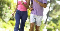 Alternativas a DHEA e pregnenolona. O DHEA e a pregnenolona são hormônios importantes para manter uma boa saúde e a vitalidade. Os níveis desses dois hormônios diminuem com a idade. A pregnenolona está no topo do ciclo de produção hormonal do organismo, seguida pelo DHEA. Suas opções para restaurar os níveis ótimos dessas substâncias são fazer reposição direta através de remédios e ...