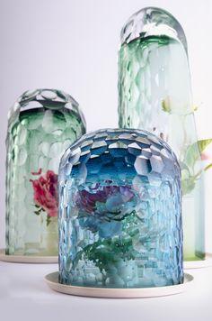 OP Vase creates bouquet via kaleidoscopic optics | Designboom Shop