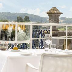 Champagnebar voor Château Neercanne, ontwerpen door De Nieuwe Context i.s.m. Atelier Rick van der Linden. #DeNieuweContext #DNC #chamgane #design #bar #terras #kasteel #Maastricht #kanne #Neercanne #Roel #Slabbers #Joey #Rademakers #wit #staal #mimalisme #modern #lounge #uitzicht #luxe #mergel #limburg #zuidlimburg #interieurarchitect #interieur #architect #jekerdal #jeker #michelin #sterrenrestaurant #michelinster
