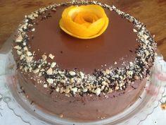 Η τούρτα αυτή είναι υπερπαραγωγή : Περιέχει δυο δίσκους παντεσπάνι κακάο , δυο στρώσεις υπέροχης κρέμας πορτοκαλιού , επικάλυψη αφράτης κρέμας κακάο και….μια στρώση σοκολατένιας γκανάζ…Είναι η τούρτα που φτιάχνουμε ό Greek Desserts, Party Desserts, Greek Recipes, Cookbook Recipes, Cake Recipes, Dessert Recipes, Cooking Recipes, Death By Chocolate, Chocolate Ganache