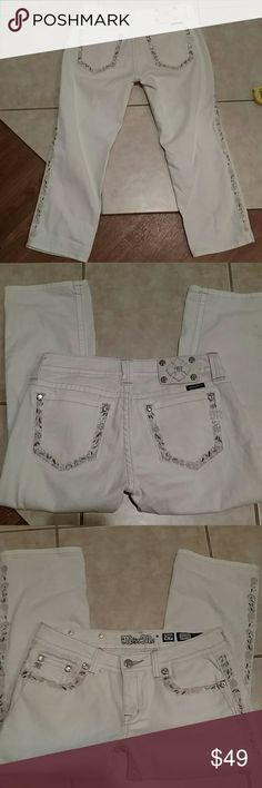 Miss me cuffed capris Beautiful off white cuffed capri's or cropped jeans. Pretty flower detailing throughout. Size 29 with a inseam of 23 inches. Rise is 7 inches and waist flat measures 16.25 inches. 98% cotton 2% elastane Miss Me Pants Capris