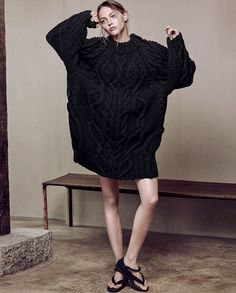 Wanted : un pull irlandais ultra oversize à porter en robe (photo magazine Porter)