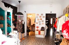 B connected Vintage Palma...nice discovery! Store with designer Vintage clothes...find Gucci, Burberry, Jimmy Choo. D.