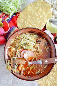 Pozole vegetariano con champiñones www.pizcadesabor.com
