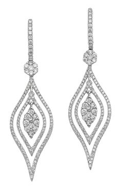 PAIR OF DIAMOND PENDANT EARRINGS