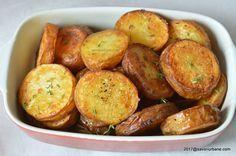 Cartofi prajiti la cuptor cu cimbru. Cartofi aurii si rumeni, aromati cu un pic de cimbru proaspat sau uscat, simpli si buni. Imi plac mult acesti cartofi Vegetable Recipes, Vegetarian Recipes, Cooking Recipes, Healthy Recipes, Good Food, Yummy Food, Tasty, Sports Food, Healthy Vegetables