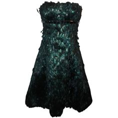 Pre-owned Naeem Kahn Black and Green Feathered Cocktail Dress - 6 (2640 QAR) ❤ liked on Polyvore featuring dresses, evening dresses, beach dress, black feather dress, flare dress, black zipper dress and metallic dress