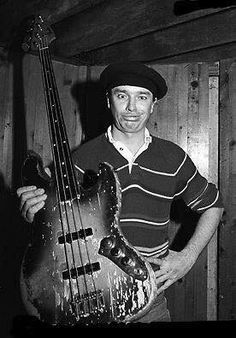 Jaco Pastorious and his very beat up Fender Jazz Bass. South American Music, Fender Jazz Bass, Bass Guitars, Jaco Pastorius, Guitar Tutorial, Weather Report, Jazz Musicians, Jazz Blues, Guitar Lessons
